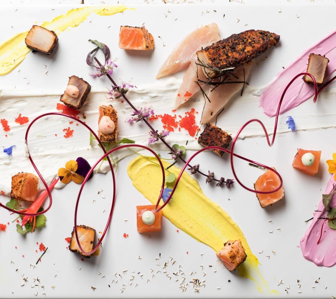 2_poissons_marines_et_seches_curcuma_poudre_de_betteraves_mayonnaise_aux_algues_de_seiche1